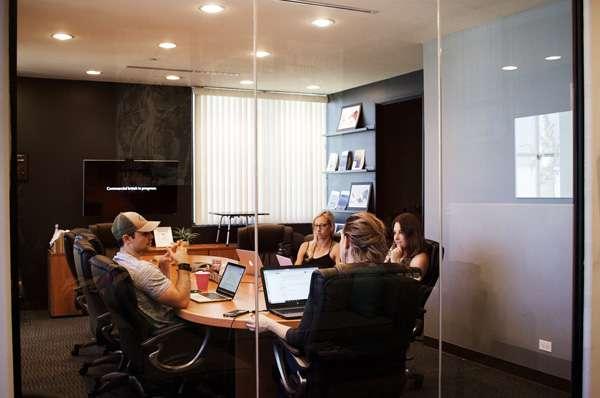 Immagine corso Rendi le riunioni più efficaci con il Visual Thinking - Tecniche di pensiero visuale per coinvolgere, condividere e rendere efficiente ogni riunione